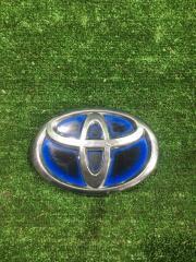 Эмблема передняя Toyota Prius 2010