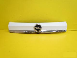 Запчасть накладка крышки багажника задняя Opel Mokka 2012-2017