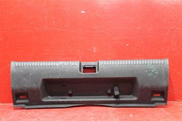 Запчасть накладка багажника задняя Volkswagen Jetta 2011-2017