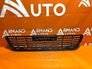 Запчасть решетка бампера передняя Toyota Hilux 2015-нв