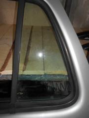 Запчасть стекло двери ( форточка ) заднее левое Mercedes-Benz M-Class 1997-2001