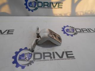 Запчасть петля двери передняя левая Nissan Tiida 2013