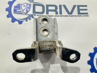 Запчасть петля двери передняя правая Nissan Almera 2012 - н.в.