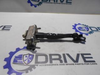 Запчасть ограничитель двери Nissan Tiida 2013