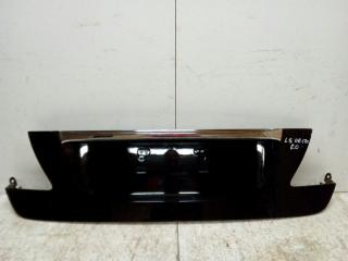 Запчасть накладка крышки багажника задняя Lexus LS 2006-2012