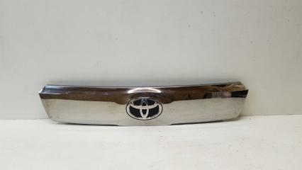 Запчасть накладка крышки багажника задняя Toyota Alphard 2015-