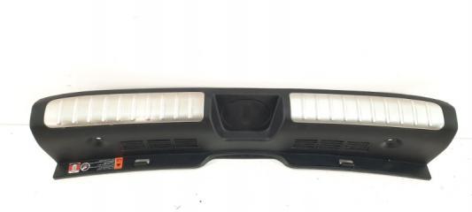 Запчасть накладка замка багажника задняя Kia Stinger 2017-