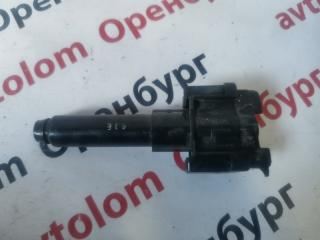 Запчасть форсунка омывателя фар Toyota Highlander 2013-