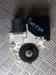 Запчасть мотор стеклоподъемника передний левый Volkswagen Tiguan 2008-2016
