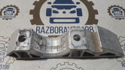 Запчасть кронштейн крепления стабилизатора передний Audi Q7 2012