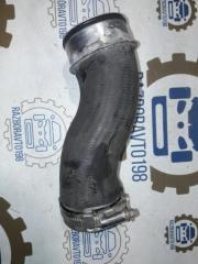 Запчасть патрубок интеркулера Audi Q7 2012