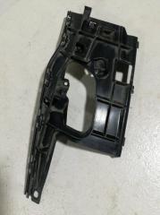 Запчасть кронштейн бампера передний левый AUDI A7