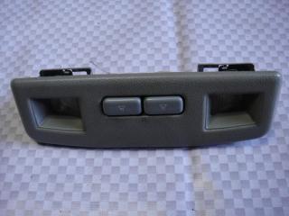 Запчасть плафон салонный передний Mitsubishi Pajero 1991