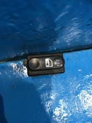Запчасть кнопка центрального замка Nissan Primera