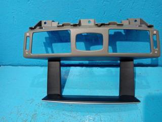 Запчасть накладка на торпедо Infiniti Q70 2012