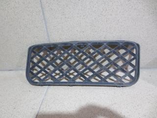 Запчасть решетка в бампер правая Volkswagen Touareg