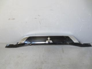 Запчасть накладка двери багажника Mitsubishi Outlander