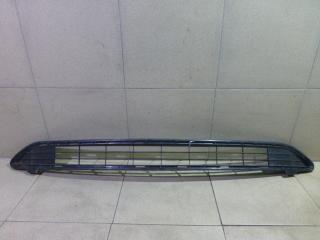 Запчасть решетка в бампер центральная Toyota RAV4