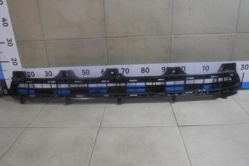 Запчасть решетка в бампер центральная Toyota Land Cruiser Prado