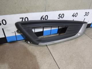 Запчасть решетка в бампер правая Ford Focus