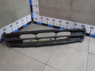 Запчасть решетка в бампер центральная Hyundai Solaris
