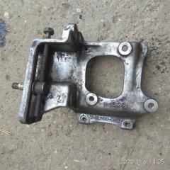 Запчасть крепление компрессора кондиционера TOYOTA GRANVIA 1999