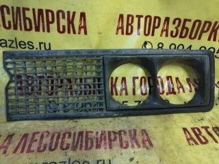 Запчасть решетка радиатора левая ЛАДА 2106 2000