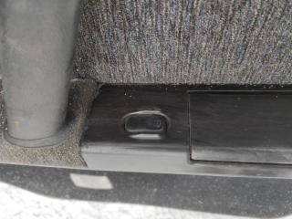 Запчасть кнопка стеклоподъемника задняя левая NISSAN GLORIA 1991
