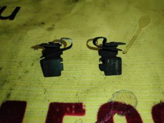 Запчасть пружина прижимная тормозных колодок передняя правая TOYOTA CARINA 1990