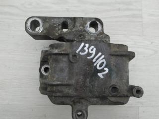 Опора двигателя правая VW Golf 2010