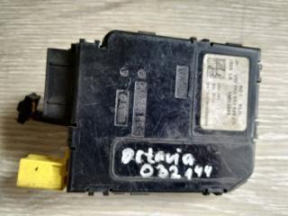 Блок подрулевых переключателей Skoda Octavia 2008