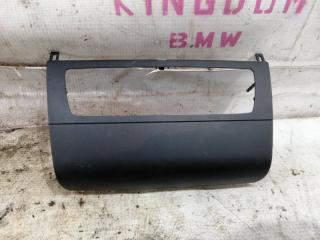 Запчасть накладка передней панели BMW 1-Series