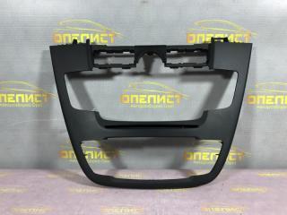 Запчасть рамка магнитолы Opel Insignia