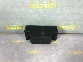 Запчасть крышка блока предохранителей передняя Opel Insignia