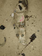 Запчасть кронштейн генератора Skoda Octavia 2004