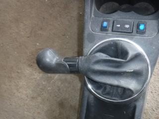 Запчасть рукоятка рычага кпп с облицовкой Skoda Fabia 2010