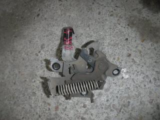 Запчасть замок капота Toyota Auris 2008
