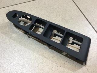 Запчасть накладка блока управления стеклоподъемниками передняя левая Kia Sportage 2010-2015