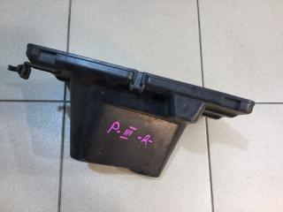 Запчасть крепление акб (корпус/подставка) правое Mitsubishi Pajero 3 2000-2006