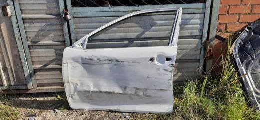 Запчасть дверь передняя левая Toyota Camry