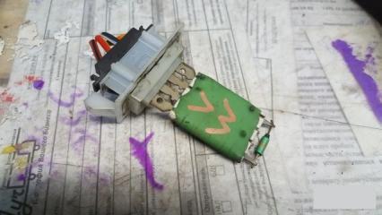Запчасть резистор отопителя Volkswagen Passat